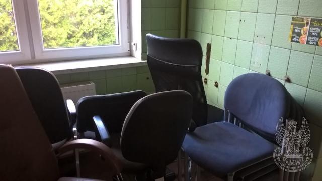 Wyposażenie biura (meble) - pakiet zawierający 120 poz. asort. (wg oddzielnego wykazu), w tym m.in.:  krzesła, biurka, szafy itp.