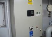 Wyposażenie węzła cieplnego – pakiet zawierający 12 poz. asort. (wg oddzielnego wykazu), w tym m.in.: pompa UPE 40-120, pompa 25 PWR 80C,  wymienniki JAD 6/50, regulatory itp.